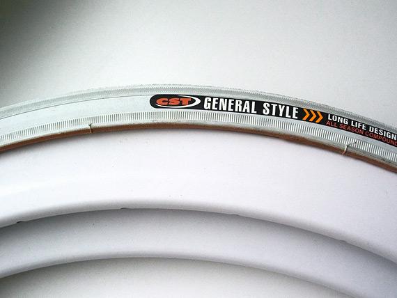 Высокие (40мм) fixed gear белые обода и белые покрышки.