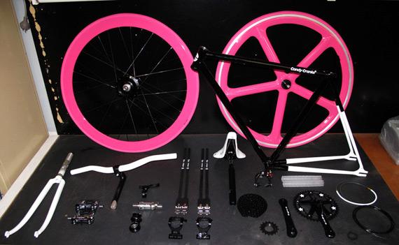 Компоненты для сборки fixed-gear велосипеда.