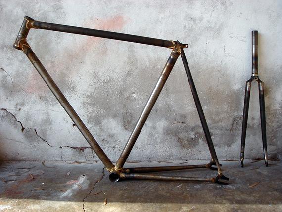 Изготовленная рама для fixed gear велосипеда.