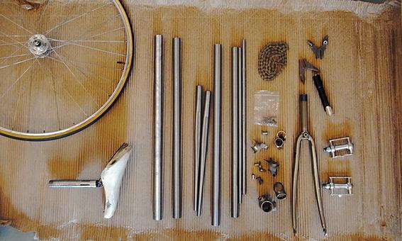 Набор стальных (хромолибден) труб и деталей для создания паянной трековой рамы.