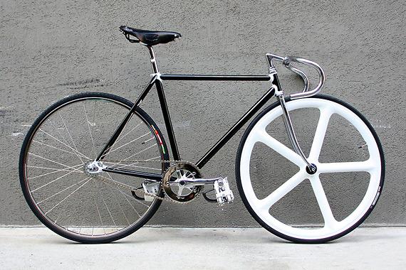 Fixed gear велосипед собранный в магазине LSD Bikes, Сеул, Корея