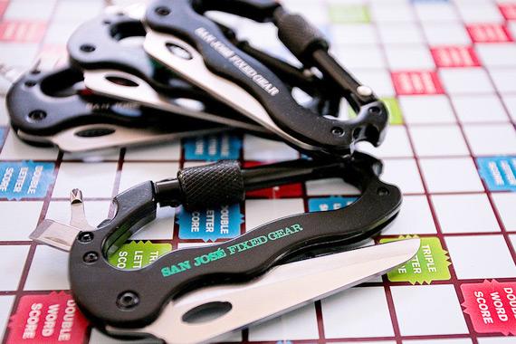 Универсальный брелок-нож-отвертка для fixed-gear райдеров.