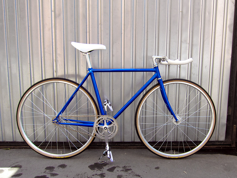 Синий фикс, fixed gear велосипед.
