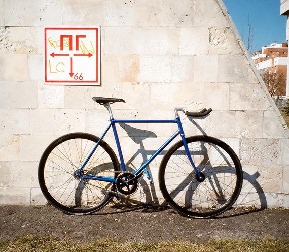 Fixed gear велосипед на базе рамы, ободов, втулок, системы и прочих компонентов «Konstruktor» из магазина FIXIE.RU