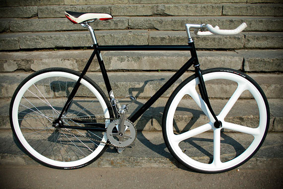 Fixed gear велосипед, собранный на компонентах (запчастях) Konstruktor из нашего магазина