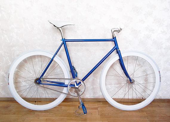 Fixed gear велосипед собранный в магазине, на нашей трековой раме и компонентах.